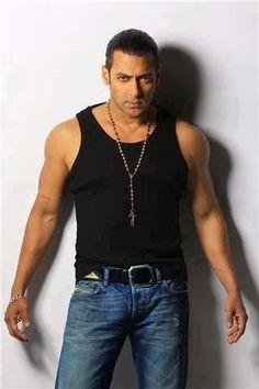 Salman Khan- Omg bhai is sooooo sexy! Salman Khan Photo, Shahrukh Khan, Salman Khan Wallpapers, Movie Teaser, Indian Movies, Bollywood Actors, Sexy Men, Hot Guys, Handsome