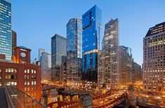 OneEleven, located on the Chicago River, is Handel Architects' conversion of a long-abandoned eyesore into Chicago's newest architectural statement. The buil. Chicago Skyline, New York Skyline, Big Shoulders, Chicago River, Dusk, San Francisco Skyline, Abandoned, Explore, Architecture