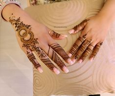 A simple design is popular among all age the girls and women on different events. Here, we have collected easy mehndi design Finger Mehendi Designs, Mehndi Designs For Girls, Arabic Henna Designs, Eid Mehndi Designs, Stylish Mehndi Designs, Mehndi Designs For Fingers, Mehndi Design Pictures, Latest Mehndi Designs, Beautiful Henna Designs