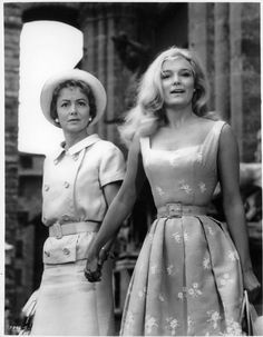 Olivia de Havilland & Yvette Mimieux from their 1962 film, Light In The Piazza. 80s Fashion, Fashion Art, Boho Fashion, Fashion Show, Vintage Fashion, Fashion Tips, Fashion Books, Fashion Ideas, Winter Fashion