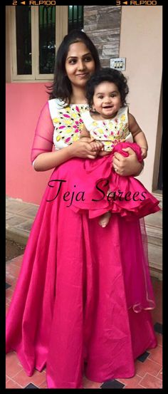 We have 18 mother & daughter matching outfits which will enable you to flaunt that amazing compatibility and love between you two. Mom Daughter Matching Outfits, Mommy Daughter Dresses, Mom And Baby Dresses, Mother Daughter Fashion, Matching Family Outfits, Mother Daughters, Kids Dress Patterns, Look Fashion, Diy Fashion