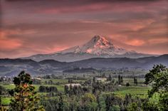 Glow on Mount Hood by Olbetsy