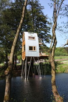 Treehouse Solling by Baumraum. Treehouse Solling by Baumraum. Small Buildings, Garden Buildings, Cabana, Pond Habitat, Treehouse Living, Cool Tree Houses, House On Stilts, House Siding, Sweet Home