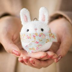 Add some sweetness to your Christmas tree with this adorable crocheted bunny ornament!  Free pattern & step-by-step tutorial available!