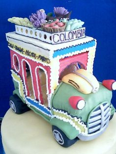 Colombian Chiva Cake - too cute! Colombian Culture, Colombian Food, Fab Cakes, Crazy Cakes, Beautiful Cakes, Amazing Cakes, Cupcake Cookies, Cupcakes, Designer Cakes