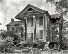 "Greene County, Georgia, circa 1936. ""Ruined house, Penfield vicinity."""