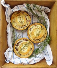 caramelised red onion goats cheese tarts