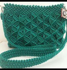 Pin by siti r on Macrame Model Macrame Thread, Macrame Purse, Macrame Knots, Macrame Patterns, Crochet Patterns, Macrame Jewelry Tutorial, Crochet Backpack, Macrame Design, Craft Bags