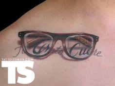 Resultado de imagen para tatuaje de gafas