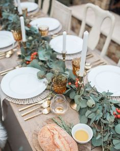 Thanksgiving Colors 2020 - Thanksgiving Color Schemes for Your Home Thanksgiving Table Centerpieces, Thanksgiving Decorations Outdoor, Outdoor Thanksgiving, Thanksgiving Table Settings, Thanksgiving Tablescapes, Holiday Tables, Christmas Tables, Thanksgiving 2020, Christmas Holiday