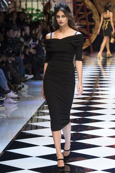 Dolce & Gabbana Fall 2016 Taylor Hill Ready-to-Wear Fashion Show Collection