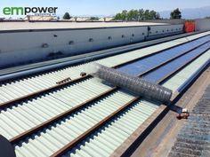 Posa della rete prima dell'installazione delle nuove coperture e dei moduli fotovoltaici