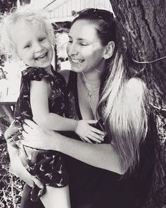 Giggles and cuddles with Aunty �� #aunty #niece #nieces #olive #trees #hollowaysbeach #communitymarkets #cairns #cairnslife #blackandwhite #photography #portrait #happysnaps #love #beach #holidays #family #cuddles #snuggles #laughter #laughteristhebestmedicine #curls http://tipsrazzi.com/ipost/1525182166223643613/?code=BUqiRlzhWPd
