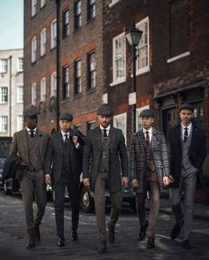 Tag your Peaky Blinders squad Peaky Blinders, Suit Fashion, Mens Fashion, Outfit Elegantes, British Style Men, Mode Costume, Men With Street Style, Suit Accessories, Fashion Accessories