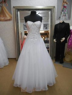 Alfred Angelo 2450: buy this dress for a fraction of the salon price on PreOwnedWeddingDresses.com