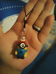 Colgante minion en pasta flexible