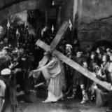 """""""King of Kings,"""" silent version by Cecil B. de Mille, with H. Warner as Jesus, 1927 Lost Horizon, Jesus Lives, King Of Kings, Silent Film, Cristiano, Its A Wonderful Life, Cool Watches, Picture Photo, Photo Galleries"""