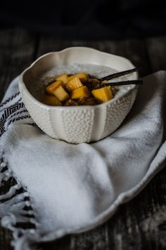 PAPAS DE TRIGO-SARRACENO E CHAI [[MORE]]Sabiam que há mangas e papaias de origem portuguesa? Eu não. Pelo menos até alguns meses atrás não sabia. Foi num dos abastecimentos de frutas e legumes na...