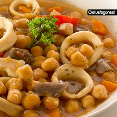 Chick peas with mushrooms and calamari. Spanish Stew, Spanish Dishes, Pork Hock, Pork Fillet, Gula, Cooking Recipes, Healthy Recipes, Small Meals, Slow Cooker Soup