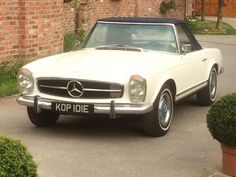 1967 Mercedes 250SL Pagoda - Silverstone Auctions
