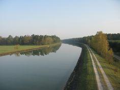Ungestörte Wasseroberfläche des Elbe-Seitenkanals
