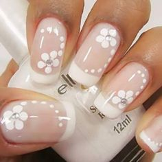 Modelo de unhas decoradas usando flores e francesinha tutorial de uñas deco Frensh Nails, Manicure And Pedicure, Acrylic Nails, Impress Nails, French Tip Nails, French Polish, Bridal Nails, Fabulous Nails, Flower Nails