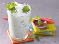 Sehr erfrischend und dabei so arm an Kalorien: Pikanter Minz-Joghurt-Smoothie mit Kräutern - smarter - Kalorien: 59 Kcal | Zeit: 5 min. #drink