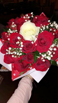 Pin by baby girl ♡ on flower arrangements ͏♡ Luxury Flowers, Love Flowers, My Flower, Gift Flowers, Cute Relationship Goals, Cute Relationships, Tumblr Roses, Aesthetic Roses, Birthday Goals