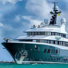 @luerssenyachts Phoenix2 captured by @superyacht_styles