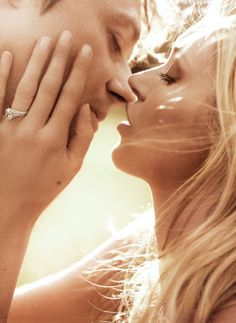 Jamie Hince and Kate Moss - Photographed by Mario Testino, Vogue, September 2011 Celebrity Engagement Rings, Engagement Ring Photos, Solitaire Engagement, Engagement Couple, Wedding Engagement, Mario Testino, National Proposal Day, Jamie Hince, Fashion Editorial Couple