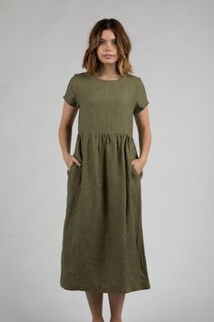 5 Dress Styles That Will Make You Look Thinner. While particular ladies wear products you see on the runway might look terrific on models, they might not look great on every woman. Dresses For Teens, Simple Dresses, Casual Dresses, Fashion Dresses, Summer Dresses, Linen Dress Pattern, Linen Tunic, Linen Dresses, Muslin Dress