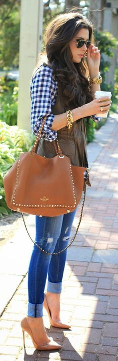 25 Chic Spring Outfits With Brown Handbags