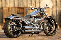 Customized Harley-Davidson Softail Breakout CVO (2014) with Thunderbike Pulleybrake-Kit & many cool features. #harleydavidsonbreakoutbobber #harleydavidsonsoftailbreakout