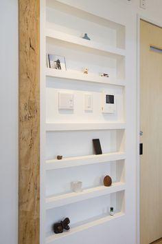 「ニッチ インターホン スイッチ」の画像検索結果 Natural Interior, Wall Shelves, Space Saving, Bathroom Medicine Cabinet, Lockers, New Homes, Display, Interior Design, House Styles