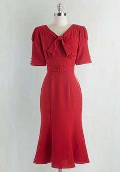 Pursuit of Sassiness Dress. Your chase for a sweet n sultry look has come to a chic close thanks to this crimson midi dress! 1940s Fashion Dresses, 1940s Dresses, Day Dresses, Fashion Outfits, Women's Fashion, Retro Vintage Dresses, Retro Dress, Vintage Outfits, Vintage Fashion