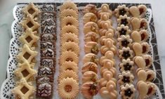 Cookie Gifts, Cookie Desserts, Cookie Recipes, Mini Wedding Cakes, Mini Cakes, Persian Desserts, Patisserie Fine, Almond Pastry, Biscotti Cookies
