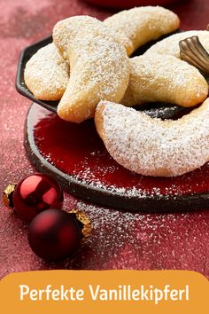 Vanillekipferl Christmas is the best time of the year! As soon as it gets cold outside, we look forward to delicious Christmas recipes! Berry Smoothie Recipe, Easy Smoothie Recipes, Easy Smoothies, Cookie Recipes, Snack Recipes, Homemade Frappuccino, Cookout Food, Pumpkin Spice Cupcakes, Food Shows