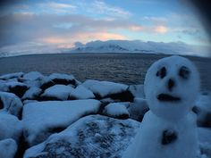 no filter again but this time a wide angle lens was used on top of the iPhone 6 camera #iPhone6camera #iPhone6photography #landscape #photography #landscapephotography #natural #mountainrange #mountains #iceland #reykjavik #daylight #snow #ice #beautiful #coastline #sunrise #sea #clouds #sky #pretty #stunning #nofilter #noediting #winter #whitechristmas #wideanglelens #cliponlens #vignetteeffect #snowman #blur by laurenjefferyphotography Love #iPhone6 Photography follow http://ift.tt/1SfZBFk…