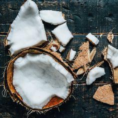 Kokosmilch kennen wir. Kokosöl auch. Aber Kokosmehl? Oder Kokoszucker? So…