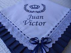 Manta de Piquet bordada a máquina com babado em tecido 100%algodão.80x80 forrada com tecido 100%algodão.  Personalizo com o nome também.