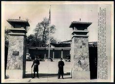 Press Photo 721 新闻老照片-南京美国大使馆由美海军陆战队把门 1948