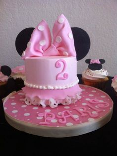 Mini Minnie Birthday Cake In Orlando FL Happy Paris Got All Dressed Up To Attend This Adorable 2 Year Olds Party