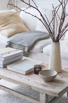 Ønsker du at bo med ro og lys, er Anjas smukke hjem perfekt inspiration Unique Coffee Table, Coffee Table Design, Sweet Home, Room Decor, House, Inspiration, Interiors, Detail, Living Room