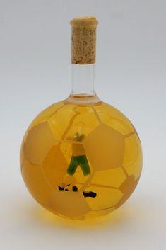 Glasgeschenke, besondere Geschenke, Glaskunst , Fussball aus Glas, 3D Fußballer, Skulpturen - leithoff-shops Webseite! Shops, 3d, Original Gifts, Special Gifts, Website, Flasks, Football Soccer, Sculptures, Tents