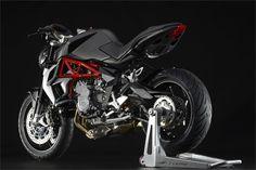 MV Agusta Brutale 675 (2015) - 2ri.de  Hersteller:MV Agusta Baujahr:2015 Typ (2ri.de):Naked Bike Modell-Code:k.A. Fzg.-Typ:k.A. Leistung:110 PS (81 kW) Hubraum:675 ccm Max. Speed:k.A. Aufrufe:7.382 Bike-ID:7216