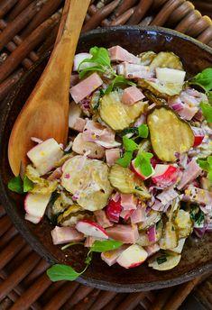 Sałatka z szynką konserwową i ogórkami po szwedzku - MniamMniam.pl Paella, Cobb Salad, Potato Salad, Salad Recipes, Salads, Potatoes, Ethnic Recipes, Food, Vinegar