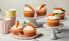 Rübli-Frischkäse-Cupcakes Rezept: Beliebte Cupcakes mit Marzipan-Möhren und Frischkäse-Topping  - Eins von 7.000 leckeren, gelingsicheren Rezepten von Dr. Oetker!
