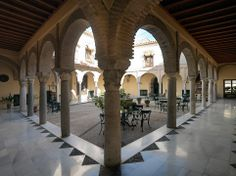 El hotel NH Amistad Córdoba se encuentra en el centro histórico de la ciudad, junto a una sinagoga de principios del siglo XIV, a solo cinco minutos de uno de los edificios más importantes de nuestra ciudad, La Mezquita; un emblemático símbolo cultural y religioso de Córdoba y el monumento más importante de al-Ándalus. #accommodation http://tripcaddy.es/es/alojamiento/listado-alojamientos/hotel/nh-amistad-cordoba