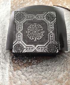 Dimentional Wallpaper Caja cubierta de pintura negro en la nieve 3207