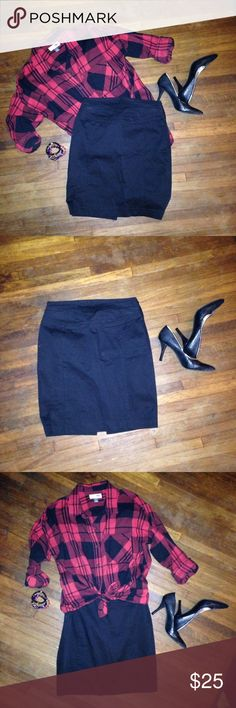 Express Pencil Skirt Like new condition. Express black pencil skirt with a slit on the back and a back button detail. Side zipper closure. Express Skirts Pencil